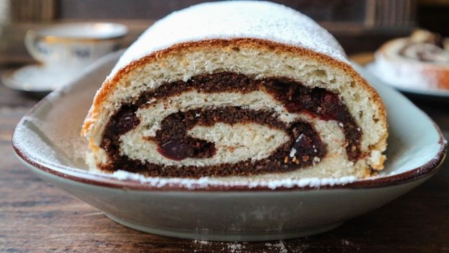 Carob and Cranberry Roll (with rum)