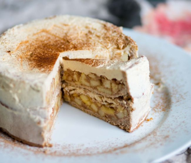 Apple Cinnamon Cake with Cream
