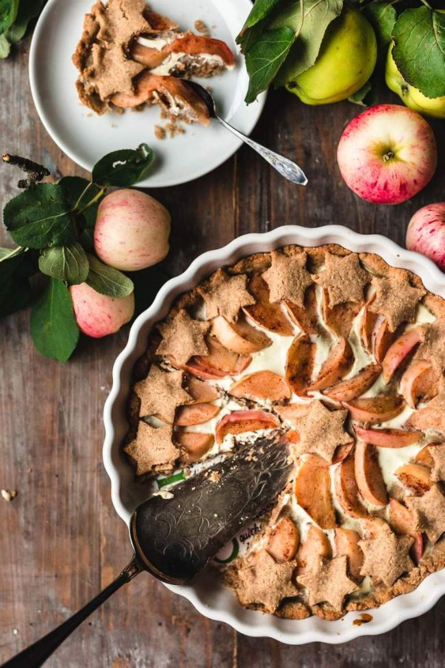 Gingerbread Apple Pie
