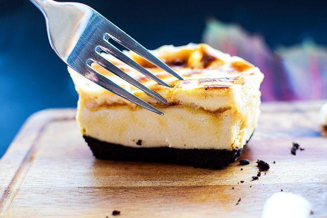 Baked Marshmallow Oreo Cheesecake