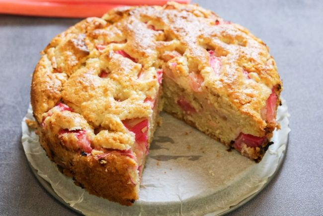 Moist Rhubarb Sponge Cake